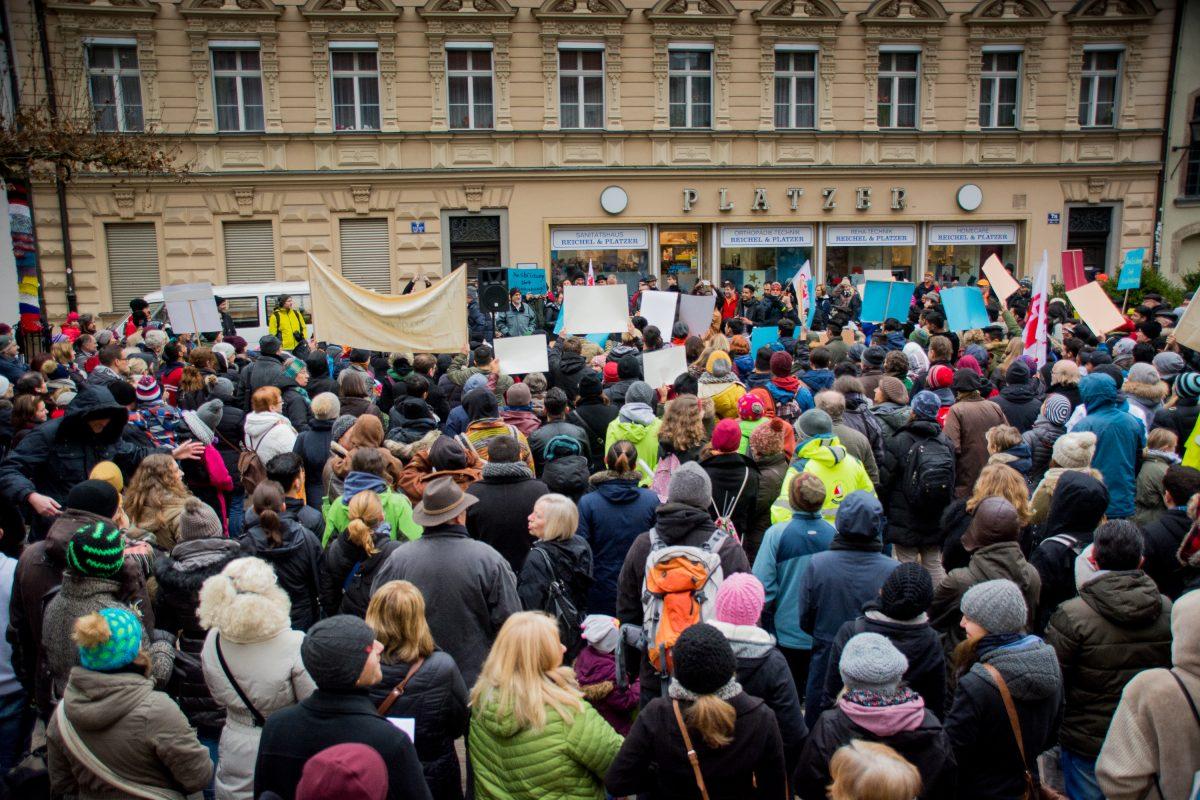 Kundgebung: Ausbildung statt Abschiebung – Pädagogen protestieren gegen die aktuelle Flüchtlingspolitik